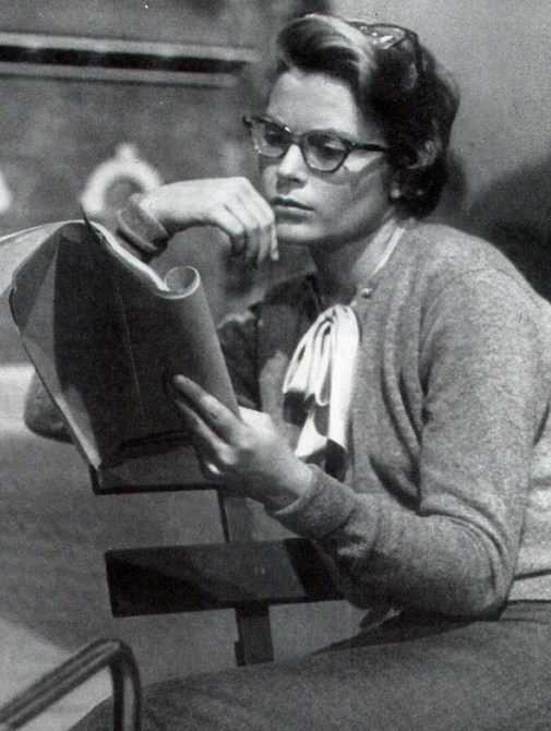 grace-kelly-reading
